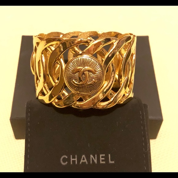 CHANEL Jewelry - 💯Authentic Chanel Cuff Bracelet